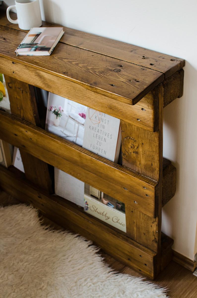 diy pallet desk cosymore. Black Bedroom Furniture Sets. Home Design Ideas