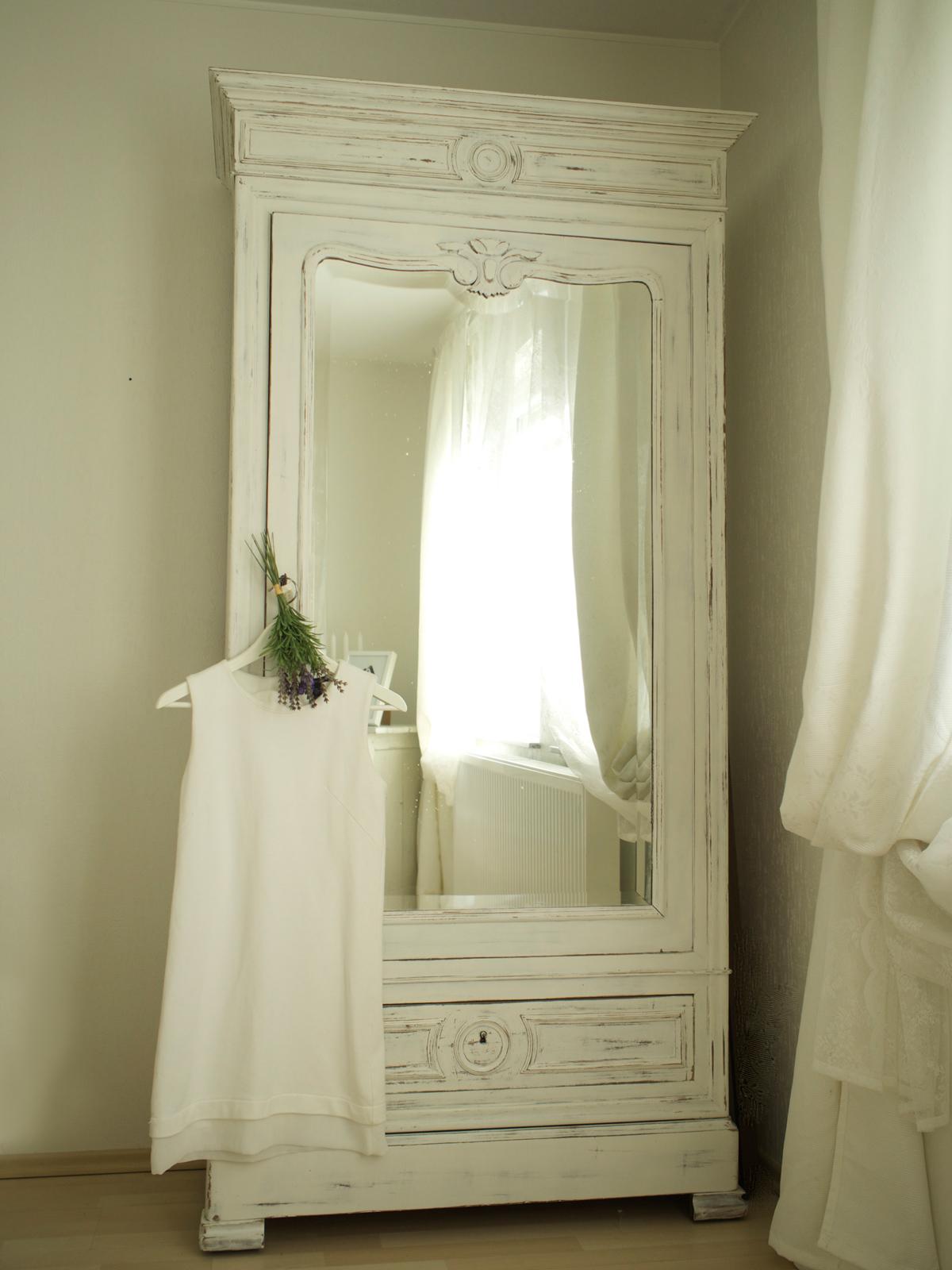 Shades of White, Dress
